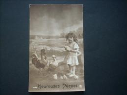 Fillette Souriante Avec Coq Poule Et Poussins, Heureuses Pâques  - Kpr 6032 Circulée  L236 - Szenen & Landschaften