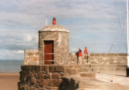 Postcard - Saundersfoot Lighthouse, Pembrokeshire. SMH118 - Lighthouses