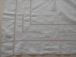 Drap  Broderie A L'echelle  (double Echelle Plus Motif)  Metis  Dimensions 2,70m X 2m - Bed Sheets