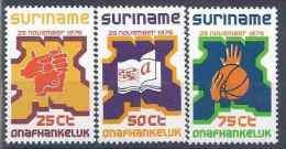 1975 SURINAM 627-29** Indépendance, Mains - Surinam