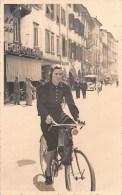 """03456 """"DONNA IN BICICLETTA - FINE ANNI '40""""  ANIMATA, FOTOGRAFIA ORIGINALE. - Ciclismo"""