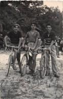 """03458 """"TRE RAGAZZI IN BICICLETTA - ANNI '50 DEL XX SECOLO""""  ANIMATA, FOTOGRAFIA ORIGINALE. - Ciclismo"""
