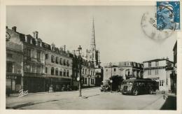 Cpa 85 Luçon, Place Des Acacias, Superbe Autocar Et Vieux Camion, 1948 - Lucon