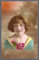 FILLETTE-ENFANTS-MAEDCHEN -LITTLE GIRL- Anniversaire-Jolie Carte Fantaisie Portrait Fillette Avec Roses - Portraits