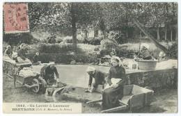 29 - Un Lavoir à LANMEUR - (1943)  - CPA - France