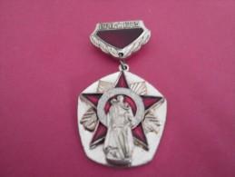 Medaille         Soviétique -    1941   1945             Métal   Doré    A Définir - Non Classés