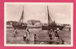 44 LOIRE-ATLANTIQUE LA BAULE, Barques De Pêche à Marée Basse, Pêcheurs, Animée, (Lévy & Neurdein, Paris) - La Baule-Escoublac