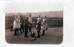 Spielende Kinder - Fotokarte Gel.1914 - Gruppen Von Kindern Und Familien