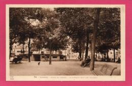 65 HAUTES-PYRENNEES TARBES, Place De Verdun, Le Kiosque Sous Les Tilleuls, Animée, (Labouche Frères, Toulouse) - Tarbes