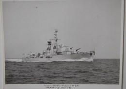 """Escorteur D´escadre """"Surcouf"""" Effectuant Ses Premiers Essais En Mer Au Large De Lorient Le 11 Mai 1954 - Bateaux"""