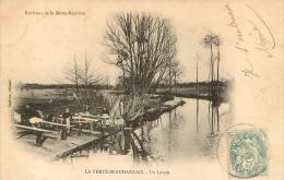 LA FERTE BEAUHARNAIS UN LAVOIR - France