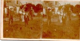 Stereofoto - Familie Mit Kindern Und Dienstboten ? Vor Haus - Unbekannt Ca 1880 - Stereoscoopen