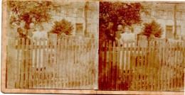 Stereofoto - Familie Am Zaun Vor Haus - Unbekannt Ca 1880 - Stereoscoopen