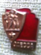 Insignia Odessa. URSS. Años ´70-´80. Comunista. Bandera Roja, Soldados Y Estrella - Rusia