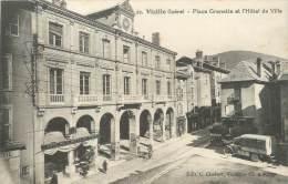 """/ CPA FRANCE 38 """"Vizille, Place Grenette Et L'hôtel De Ville"""" - Vizille"""