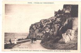 Point De L'Arcouest La Route En Corniche Qui Descend De L'embarcadere Pour L'île De Bréhat Timbre Décollé - France
