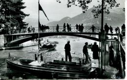 N°46198 -cpa Annecy -le Pont Des Amours- - Annecy