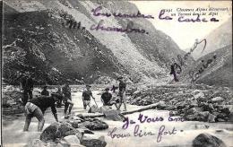 [DC2436] CARTOLINA - MILITARI - CHASSEURS ALPINS DETOURNANT UN TORRENT DANS LES ALPES - Non Viaggiata - Old Postcard - Regimientos