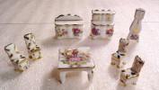 Porcelaine De Limoges / CHAISES / TABLE BASSE /BUFFET/ HORLOGE COMPTOISE/ Style XVIIIe Siècle . - Mobilier