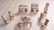 Porcelaine De Limoges / CHAISES / TABLE BASSE /BUFFET/ HORLOGE COMPTOISE/ Style XVIIIe Siècle . - Furniture