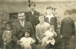 FAMIGLIA NUMEROSA  Foto-cartolina Genitori Con Sei Figli  Carte Photo Famille Nombreuse - Persone Anonimi