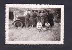 Petite Photo Orginale Pendant Les Vendanges à Oubia Herault ( Animée Devant Camion 1935 ) - Places