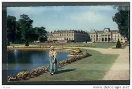 54 LUNEVILLE Jeune Lorraine Au Chateau (cpsm) - Luneville