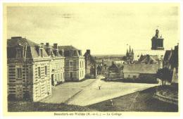 CPA   BEAUFORT EN VALLEE   ,  Le Collège Et Le Quartier - Other Municipalities