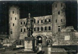 TORINO  DI  NOTTE   TORRI PALATINE    2  SCAN   (VIAGGIATA) - Churches