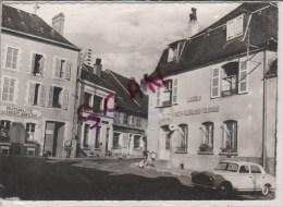 Carte Postale De LUBERSAC   (CORREZE)   LA POSTE Voiture Ancienne ,mutualité Crédit Agricole,marchand De Journaux - Other Municipalities