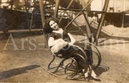 Photo Ancien / Foto / Old Photo / Femme / Woman / Chaise à Bascule / Rocking Chair / Schommelstoel - Objetos