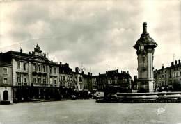 Belle  Carte Cpsm   -     Pont A Mousson  -  Place Duroc Et L 'Hôtel De Ville               AC929 - Pont A Mousson