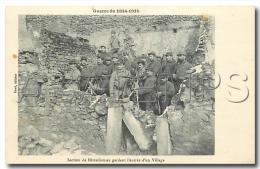 54473 LORRAINE GUERRE DE 1914  1915  SECTION DE MITRAILLEUSES GARDANT L ENTREE DU VILL LORRAINE GUERRE DE 1914  1915  SE - France