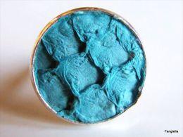 Bague En Cuir Peau De Tilapia Turquoise Sur Anneau Réglable Argenté   Une Petite Bague Originale!  Le Cabochon Mesure En - Anelli
