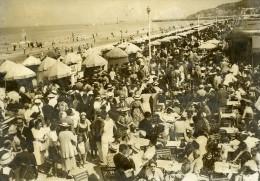 France La Grande Semaine De Deauville Foule En Terrasse Ancienne Photo 1936 - Places