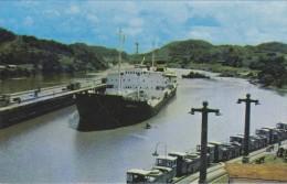 """AMERIQUE---ANTILLES--PANAMA---tanker """"RONDFJELL""""entering Pedro Miguel Locks Canal Zone--voir 2 Scans - Vierges (Iles), Amér."""
