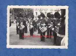 Photo Ancienne - VICHY ( Allier ) - Cérémonie - Fanfare De VISE LIEGE ( Belgique ) - 21 Juillet 1955 - Tambour - Métiers