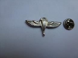 Beau Pin's En Relief , Armée Militaire , Parachutisme , Para - Army