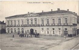 CPA - L'Isle-Jourdain Hotel De Ville ( En L´état ) - Otros Municipios