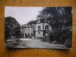 Hardinghen , Institution Saint-dominique Cour D'honneur - France
