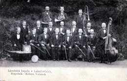 KAPELNIK - Robert Volànek, Musikkapelle Mit Horn, Posaune, Bassgeige, Und Viele Mehr, Karte Um 1900 - Musik Und Musikanten