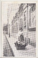 PARIS  /  PETITS METIERS / LA BOUQUETIERE  /////    REF  JANV. 16 / BO - Artigianato Di Parigi