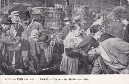 CPA Animée (75) PARIS Un Coin Des Halles Centrales Marchands Collection Petit Journal - Autres