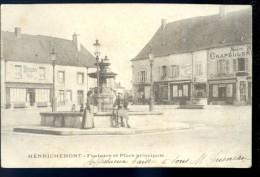Cpa Du 18 Henrichemont -- Fontaine Et Place Principale    JAN16 2 - Henrichemont