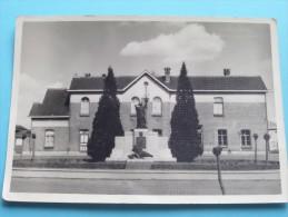 Monument Der GESNEUVELDEN ( G. De Vriendt ) Anno 19?? ( Fotokaart / Zie Foto´s Voor Details ) !! - Zele