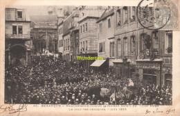 CPA 25 BESANCON MANIFESTATION DEVANT LA MAISON NATALE DE VICTOR HUGO LE JOUR DES OBESQUES 1885 - Besancon