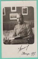 CAMP DE PRISONNIERS ELLWANGEN - OFFICIER LISANT - CARTE PHOTO 1917 - Guerre 1914-18