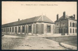 Toury - L'asile Et L'Ecole Des Filles - Frankrijk