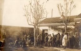 CPA 1783 - MILITARIA - Carte Photo Militaire - Sodats Français - Serbes & Un Médecin Chef - Non Situer - Personen