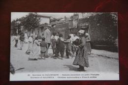 SALONIQUE - Enfants Entourant Un Poilu Francais - Grèce
